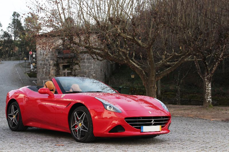 Disponivel o novo Ferrari California T para aluguer