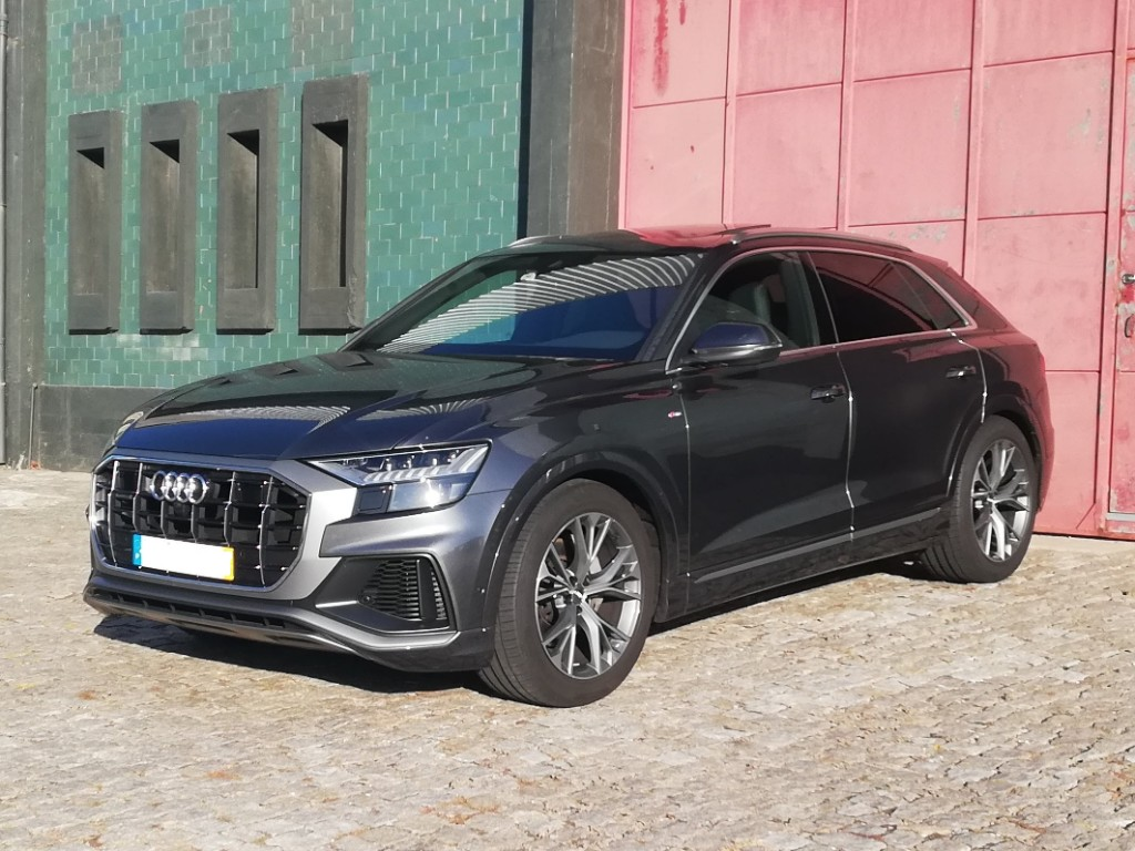 Audi Q8 SUV Aluguer