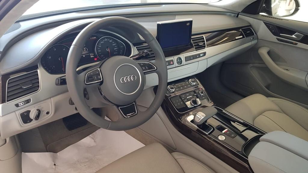 ALUGUER Audi A8 Porto