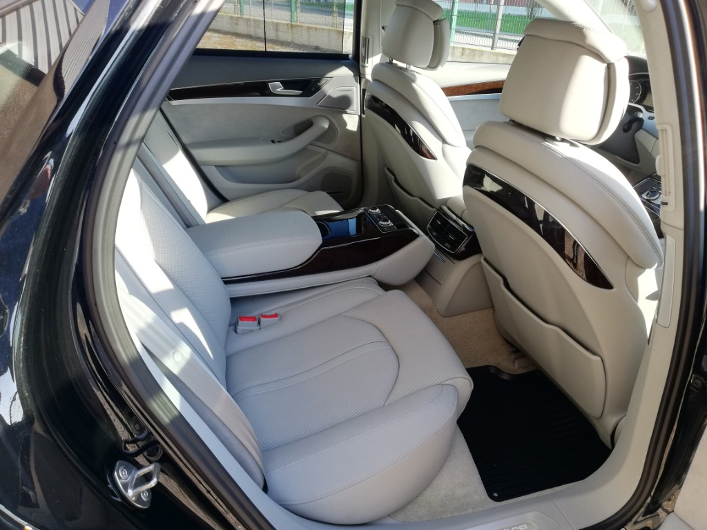 ALUGUER Audi A8